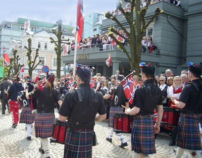 Bagpipes go big time in Bergen!